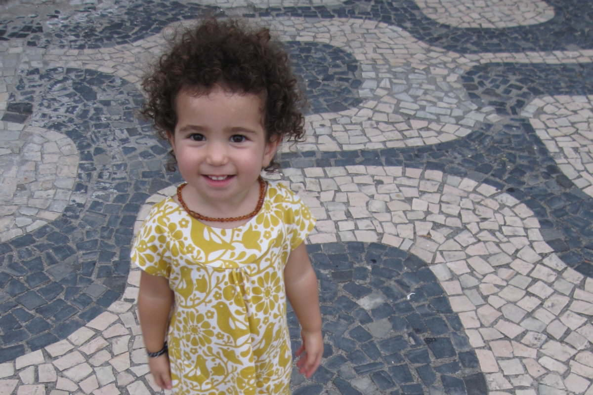 rio girl in street