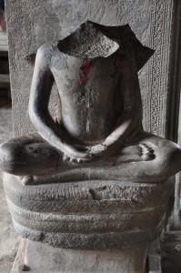 lost head angkor wat temple cambodia