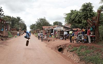 Skateboarding in Uganda with the children