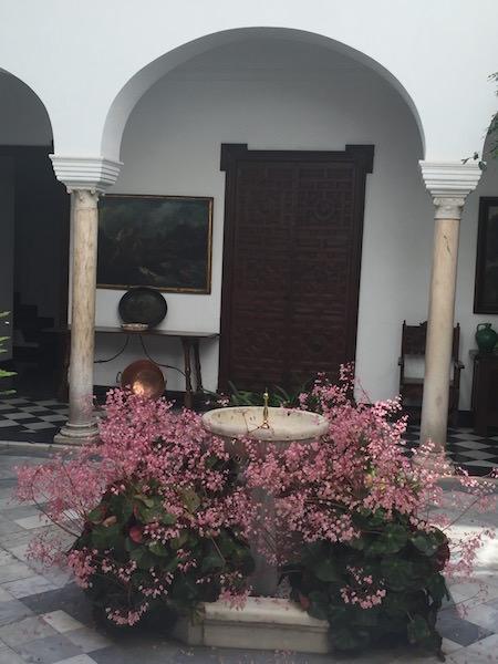 A pretty courtyard in Santa Cruz, Sevilla