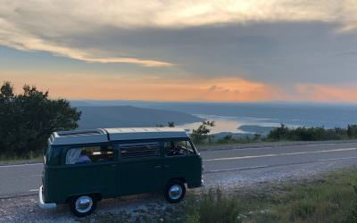 Road tripping in a 1968 combi VW, solo with 2 kids