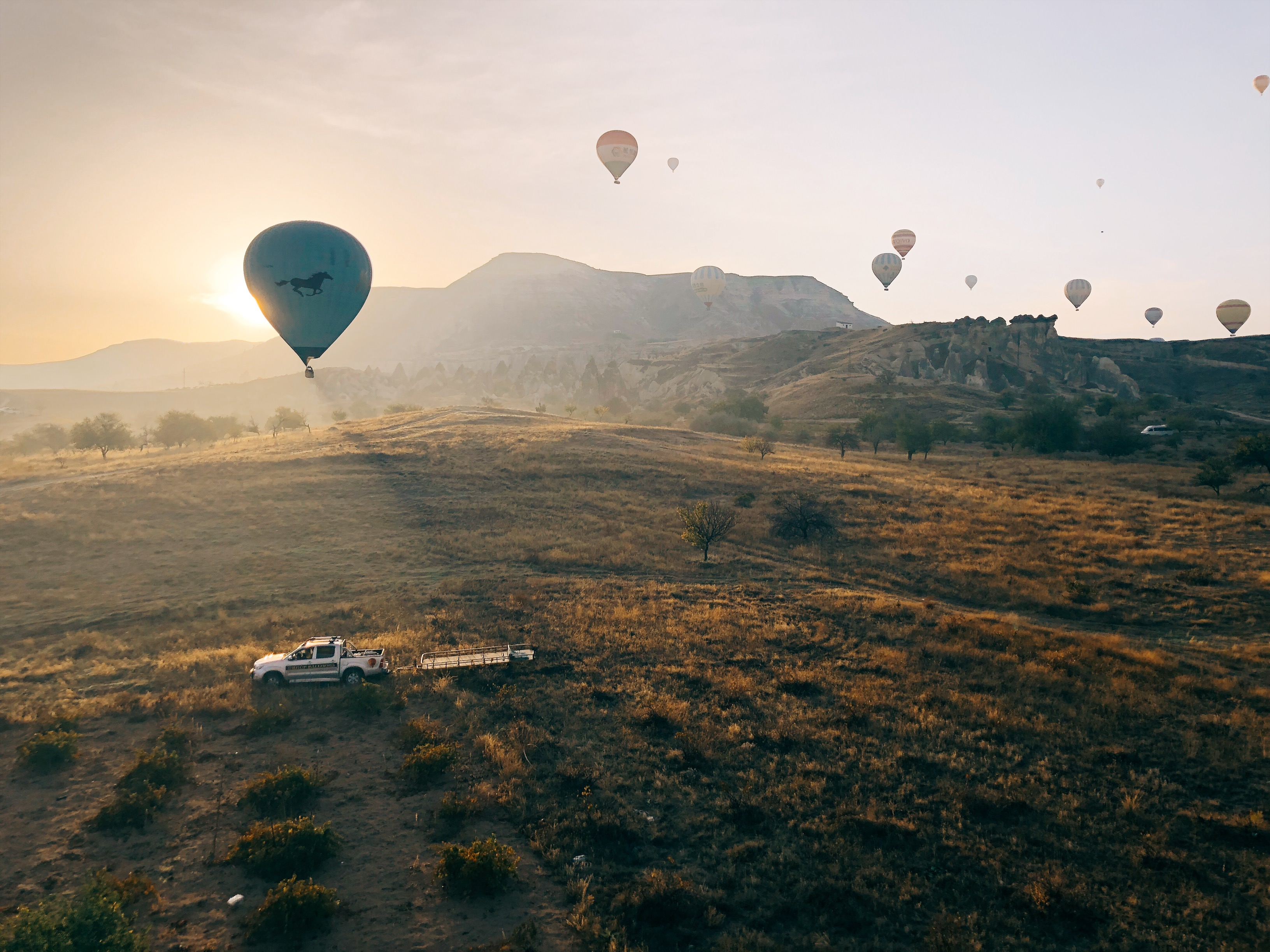 sunrise view of hit air ballon in Capadoccia